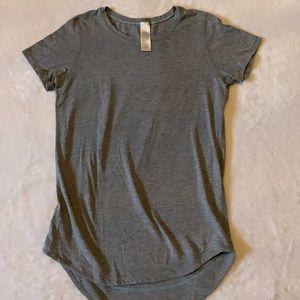 Ivivva grey t-shirt size 8